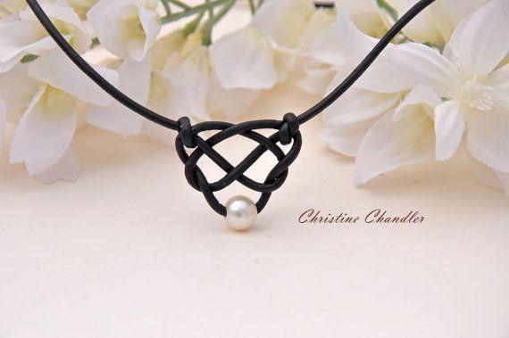 Perlas y cuero celta nudo collar con Perla por ChristineChandler