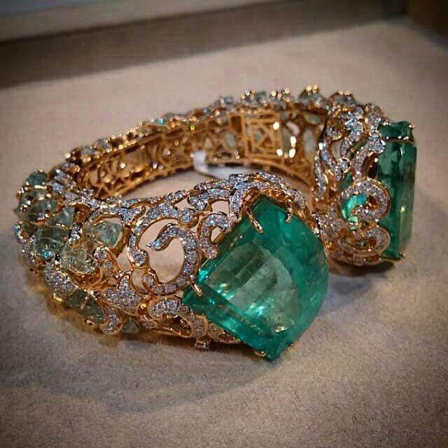 @thesandralane Crazy in love with Farah Khan's cuff in emeralds, carved aquamarines, diamonds @farahkhanali @farahkhanfinejewellery