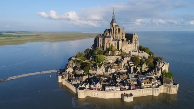 Video mont saint michel la grande mar e vue du ciel for Au jardin st michel pontorson france