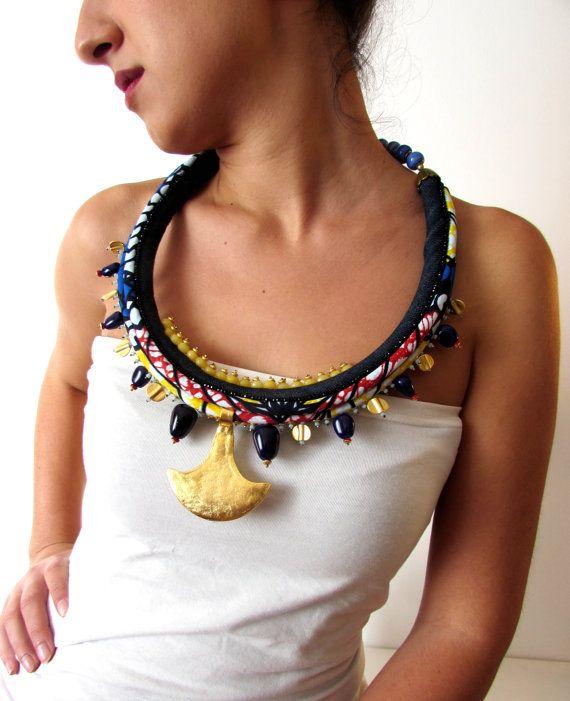 Maxi collana tribale, grande collana stile africano, collana etnica, grande ciondolo placcato oro 22k, pezzo unico fatto a mano.