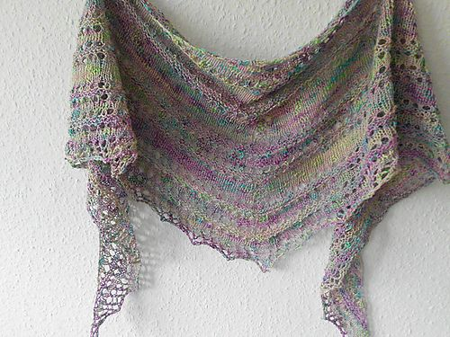 Ravelry: by marsha2742 from free pattern -  Greta's Azzu's Shawl
