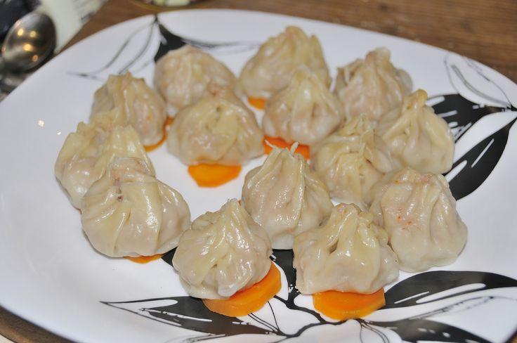 http://kyshaidoma.blogspot.com.by/2012/05/blog-post_508.html  ПЕЛЬМЕНИ ПО КИТАЙСКИ  Ингредиенты:  креветки очищенные 300 г фарш свиной 200 г соевый соус 2 ст. л. вино рисовое (или белое полусухое) 2 ст. л. масло кунжутное (или растительное) 0,5 ст. л. сахар 0,5 ст. л. белок одного яйца мука рисовая (или крахмал) 2 ст. л. ростки бамбука (или маринованные шампиньоны) 120 г перец черный молотый по вкусу..  далее читайте на сайте нашей группы…