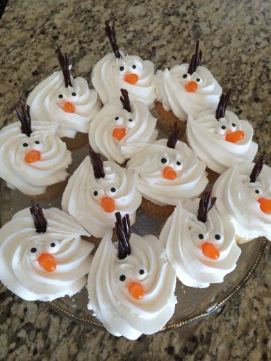 Frozen Easy Olaf Cupcakes for a child's birthday party.