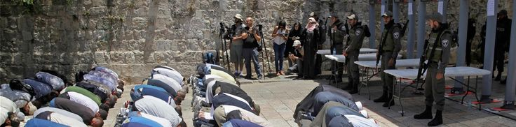 Warga Palestina Tolak Langkah-langkah Keamanan Penjajah Israel di Masjid Al-Aqsha  AL-QUDS (SALAM-ONLINE): Pejabat pengelola Masjid Al-Aqsha menyatakan penolakannya terhadap langkah-langkah keamanan baru yang dilakukan oleh penjajah Israel saat membuka kembali situs suci tersebut setelah konflik bersenjata mematikan yang memicu penutupan masjid suci ketiga umat Islam itu selama dua hari.  Pejabat Muslim yang mengelola komplek Al-Aqsha tersebut menolak untuk shalat di sana pada Ahad (16/7)…