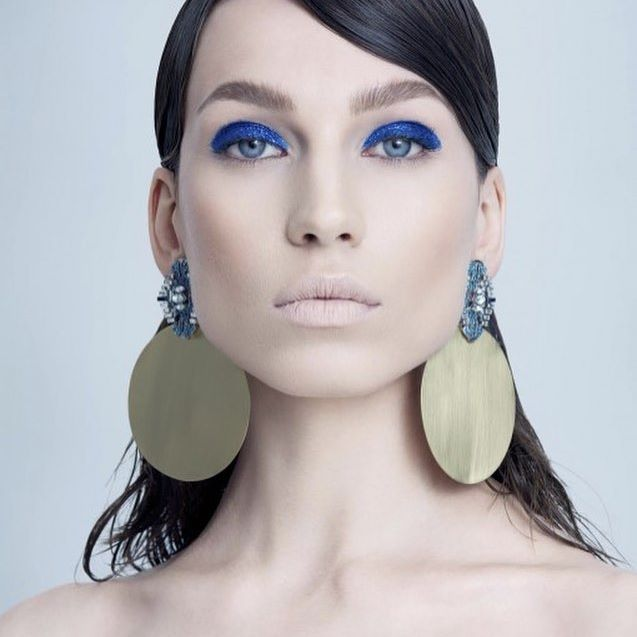 Accesoriile zilei: cerceii Nova din portofoliul @triaalfa #earrings #silver #antique #maxi #xxl #gold #blue #lookbook #campaign #model #picoftheday #followme #l4l #traiestefrumos #fashiongram #fashion