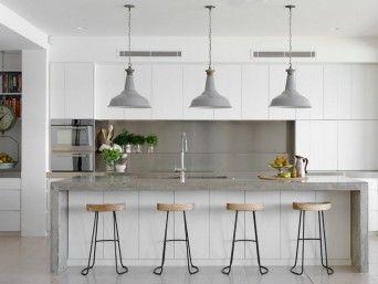 cozinha com pendentes industriais