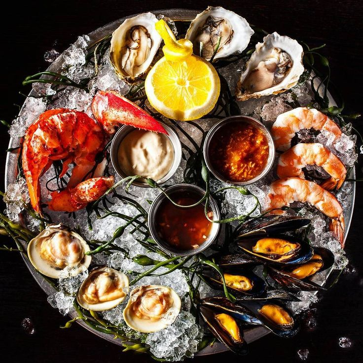 Iced sea fare. New Years Eve. Tick tock to 2017! Cheers! -David  Blog: http://ift.tt/1vCV6pv  #manvswild #seafood #pescatarian #paleo #crab #shrimp #prawn #corn #muscles #octopus #oysters #newyears #nye #lobster #instagood #foodstagram #foodgasm #foodporn #beer #bbq #2017 #grill #grilling #asado #parrilla #chef #feedme #feedfeed #notallwhowanderarelost . . . @foodnetwork @todayfood @nytfood @huffposttaste @foodgawker @foodbeast @thefeedfeed @eater @foodnetwork @cookingchannel @saveurmag