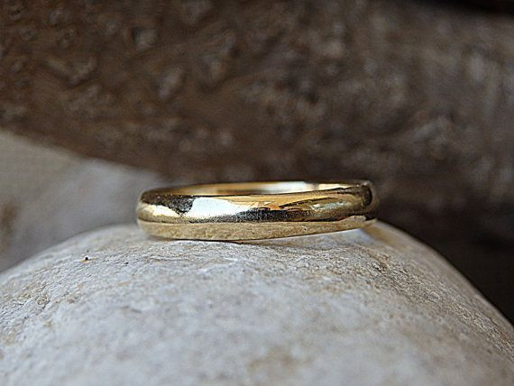 Simple Plain Wedding Band. 14K Solid Gold Ring. Womens Mens Gold Wedding Band for Her Him. Wedding Gold Band Ring. Gold Wedding Band Ring 14K solid gold wedding band ring for men or women, classic and simple band for her or him. Size: 3-16 US Metal: 14K Solid Gold Width: 4 mm The #classicgoldband #weddingringsgoldsimple