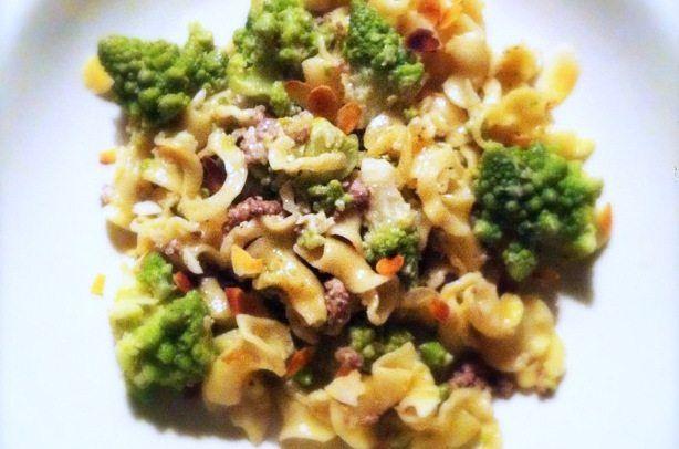 Recept voor pasta met romanesco, runderworst en room.