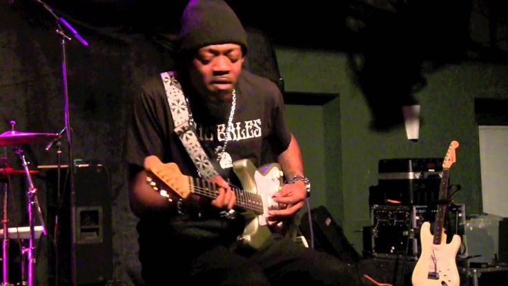 ''GRANDDADDY'S BLUES'' - ERIC GALES, live at Callahan's, dec 12, 2014