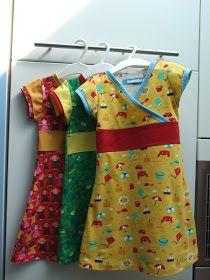 Hier kon je al lezen dat ik zelf een patroon voor een tricot-kleedje maakte. Ik had nog een voorraadje tricot in huis gehaald en besloot er...