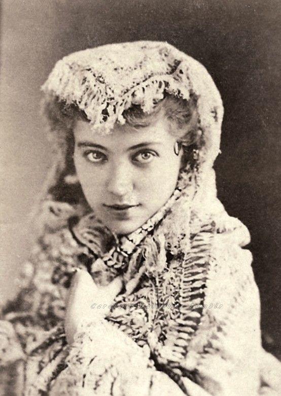 Miss Clara Morris, victorian stage actress. Late 1860s. Tempus fugit, mors venit....