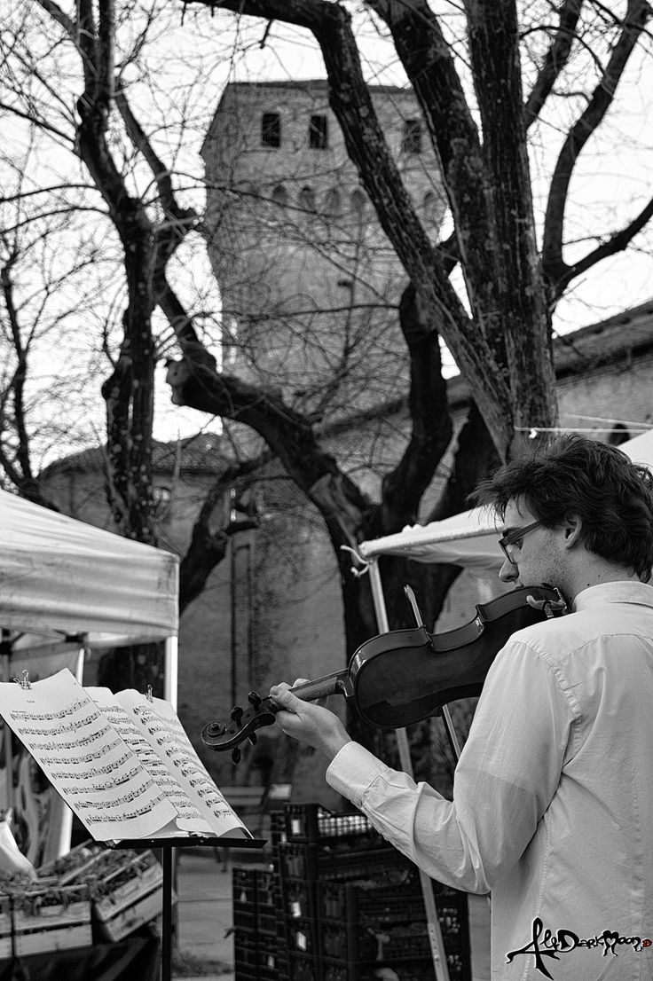 music in the market by Alessandra Marzocchini  on 500px