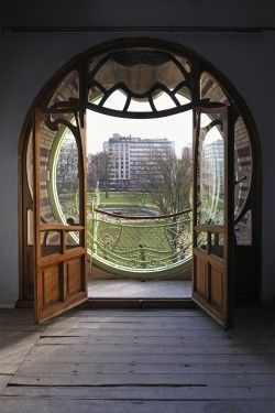 I  prefer to call this the Hobbit doorway. Maison Saint-Cyr ,Wallonie-Bruxelles Architectures.