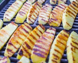 Ananas grillé au barbecue : http://www.fourchette-et-bikini.fr/recettes/recettes-minceur/ananas-grille-au-barbecue.html