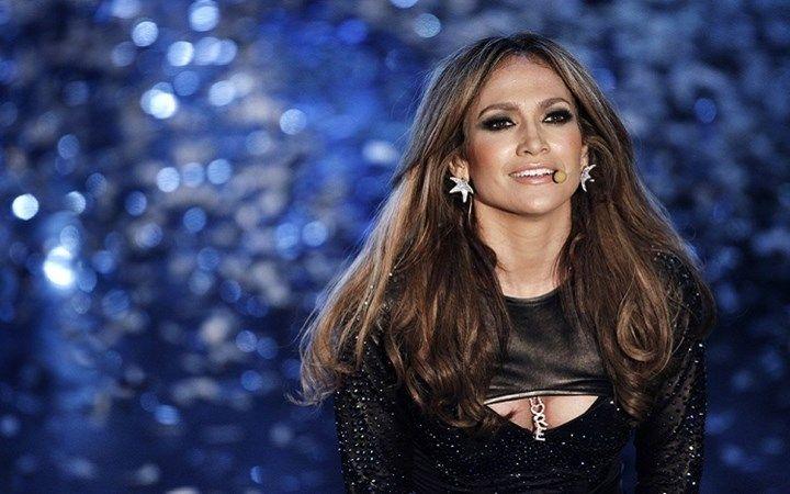 As cores de batons mais usadas por Jennifer Lopez - Veja quais são as cores de batom escolhidas pela artista para acompanhar os seus belos looks bronzeados - http://lovys.com.br/lovysmag/beleza/celebridades/as-cores-de-batons-mais-usadas-por-jennifer-lopez