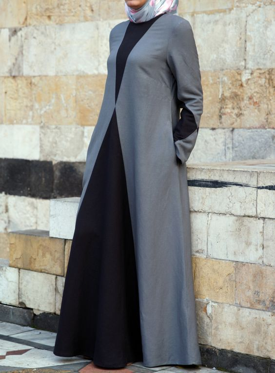 In dual color abaya you can add your favorite color. Fit and flare form abaya are in great style tha