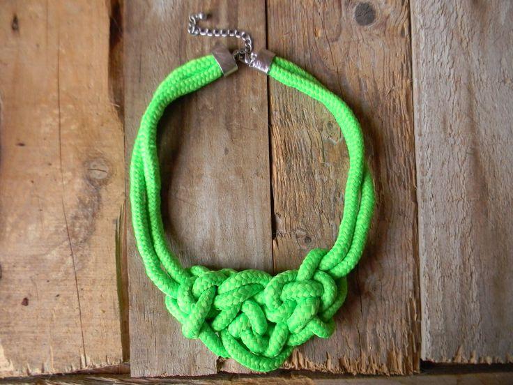 Gargantilla nudo verde fluor
