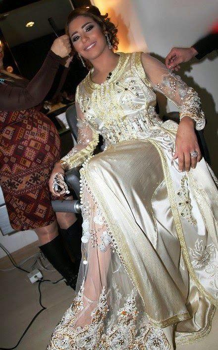 La stars Marocaine du monde Arabe Houda Saad en luxueux caftan marocain de haute couture très chic et raffiné. Découvrez un catalogue qui contient toutes les photo de Hoda Saad en Caftan 2015 - 2014 sur notre site-web