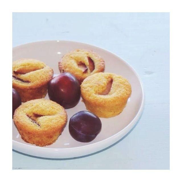 Muffin alla farina di mais e prugne