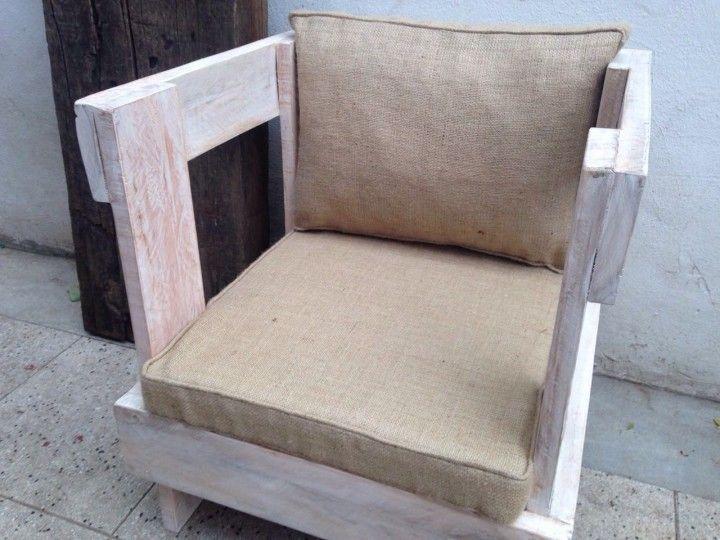 Con tablas seleccionadas de pallets en buen estado se realizan estos sillones de 1,2 y 3 cuerpos pintados y patinados o con cetol. Estan atornillados y tarugados, son muy resistentes. La medida del individual es de 60x60x60. (la tapiceria no se vende, es ilustrativa)
