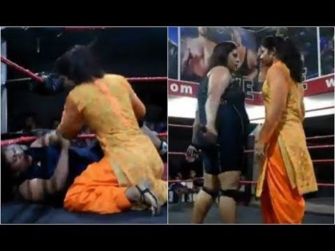 WWE Fighting in the public, Girls fight,  Live video of fighting Women, ...