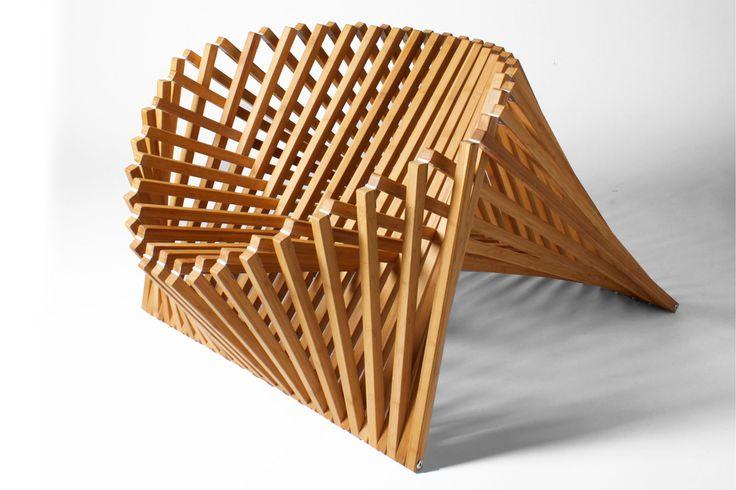 Saindo do comum e inspirando designers diferentes ao redor do mundo, o bambu foi o eleito para dar forma às suas criações. De cadeiras e poltronas a cabide e luminária, estas 20 peças são assinadas e levam a delicadeza do material. Confira: