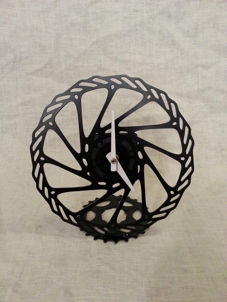 Mountain Bike Rotor Clock. I am soooo making something like that !