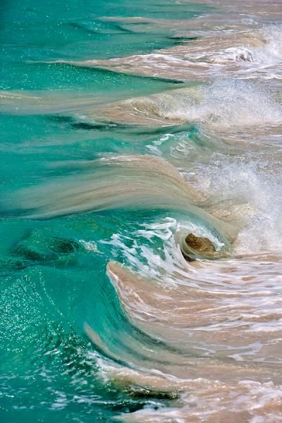 Art in nature ... the beauty of the waves ✯ Iguana Island,