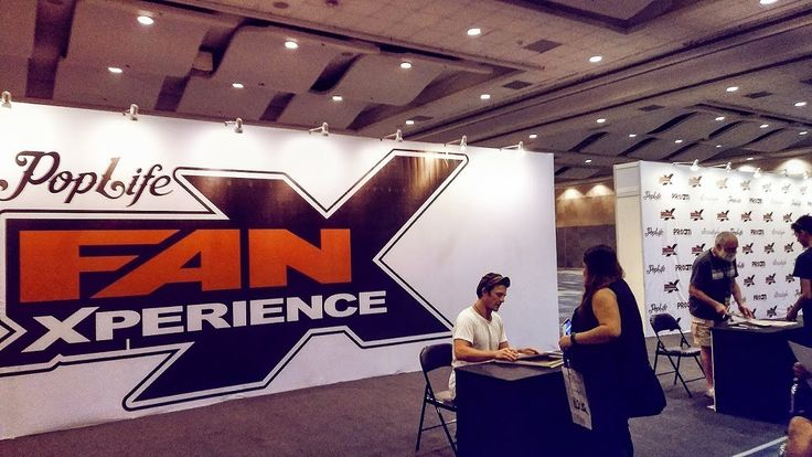 Day 1: Toycon Philippines 2017 #ToyconPopLifeFanXHere is great fan shows her experience on Day 1: Toycon Philippines 2017 can see Cas Anvar signing autographs.