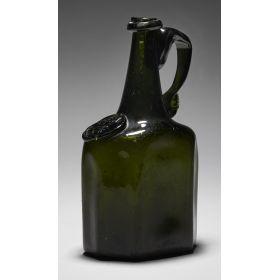 354. Flaska Sverige, 1700-tal, Henrikstorp (Skånska glasbruket). Sigill med krona. Grön glasmassa, H 22. Utrop: 10.000 - 12.000 kr Klubbat pris: 60.000 kr