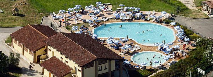 Camping Piantelle bij Moniga del Garda aan het Gardameer, Italië. Met een prachtig zwembad en veel faciliteiten, is deze mooie camping een aanrader voor vakantie met de kids! Voor meer informatie: http://gardacamp.nl/camping-piantelle