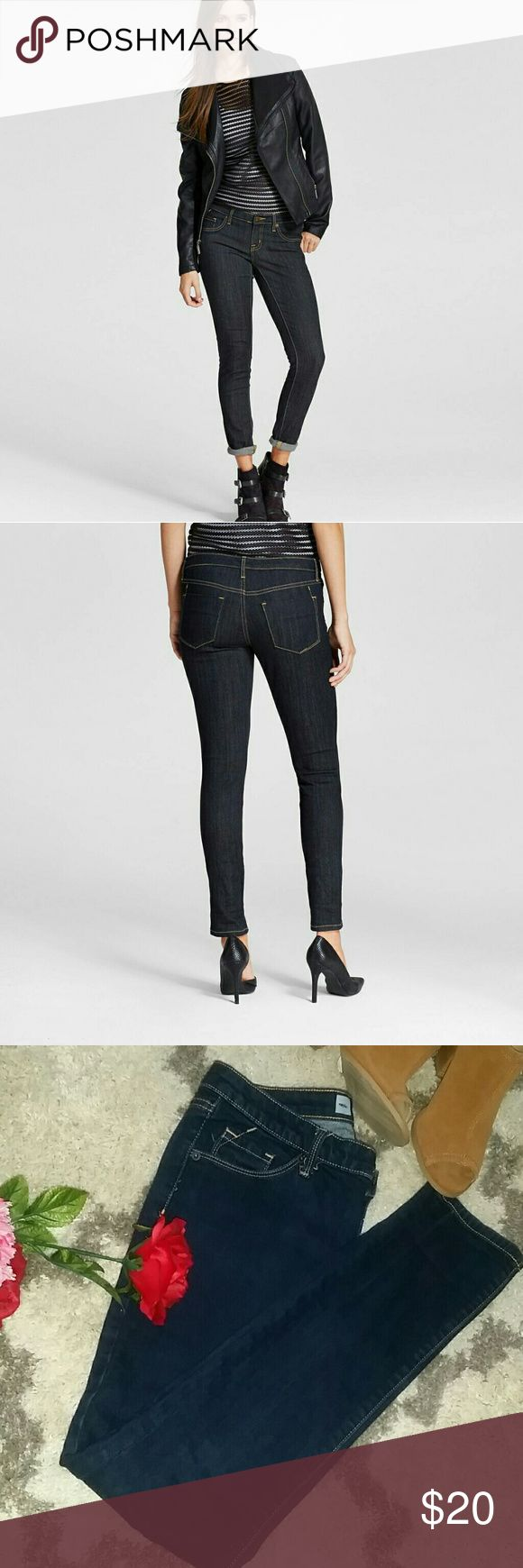 Dark wash blue jeans Size 6R/R Women's Mid-rise modern skinny Jeans (Modern Fit) - Mossimo Dark Wash Blue. Very good conditions. 99% cotton 1% Lyra spandex.  Size 6R/R Mossimo  Jeans Skinny