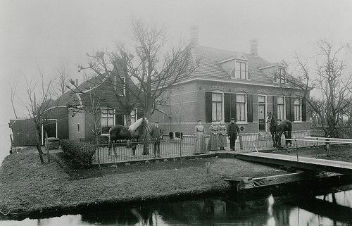 Vinkeveen, Donkereind 5a (zomerhuis) en 7 (boerderij)