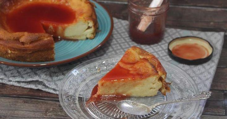 Tan falsa, tan falsa...¡que no lleva queso! Descubre cómo elaborar una tarta de queso sin usar ese ingrediente. Una receta de TAPITAS Y POSTRES.