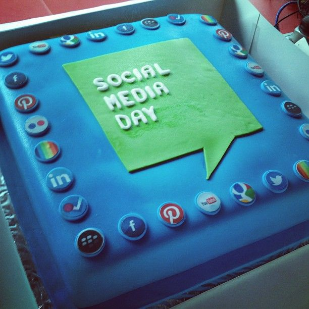 110 best images about social media cakes on Pinterest ...