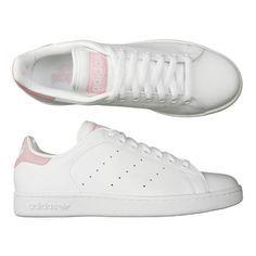 Modèle Stan Smith II. Coloris : blanc et rose pâle. Avec ces baskets aux couleurs pastels et naturelles, la marque aux 3 bandes, relooke une vérita...