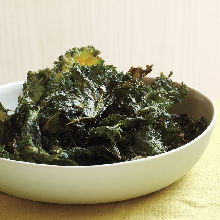 Chili-Sauce Kale Chips