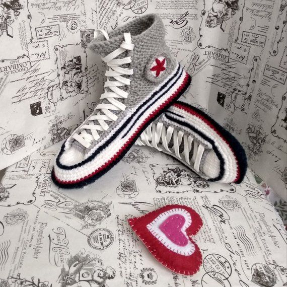 Knitted slippers Converse are ready for shipping. Size foot is 46. Really color is grey. Knitted converse are warm house shoe, it will be nice present for boyfriend. Once you make your own size, you can put it on like a sock. In my house knit shoes your feet always feel comfortable.  I use