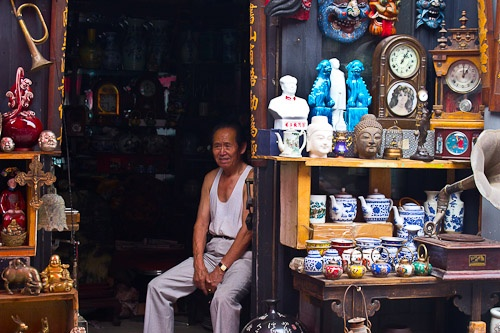 Panjiayuan Market, Beijing, China http://www.timetravelturtle.com/2011/08/market-economy/ #travel #china #beijing #markets #shopping #trinkets #art