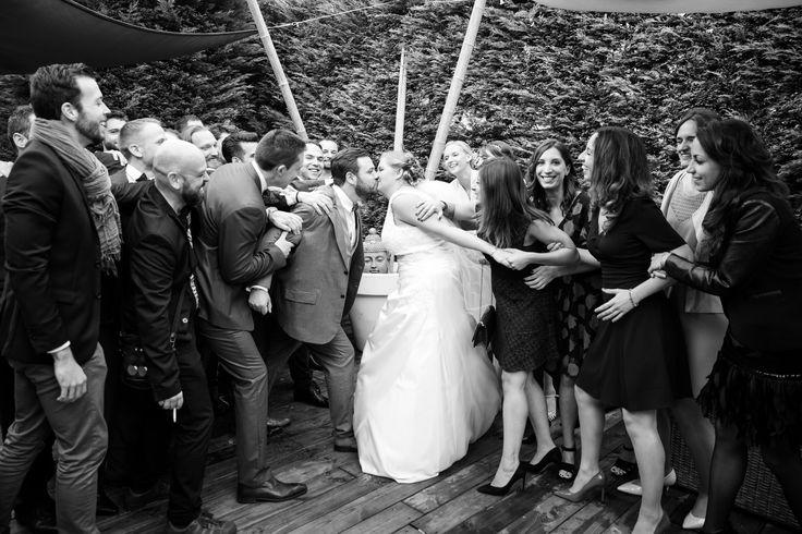 """Mariage guillaume & celine  photo decalée avec les amis #photographie #mariage #amis """"Merci pour le repin ! """""""