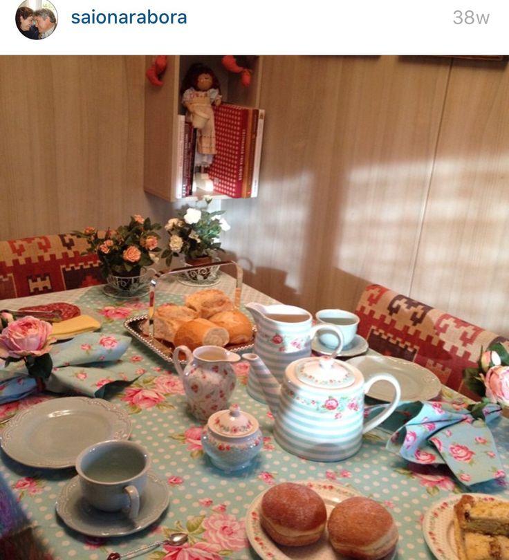 Louça azul mesa café patchwork receber decoração