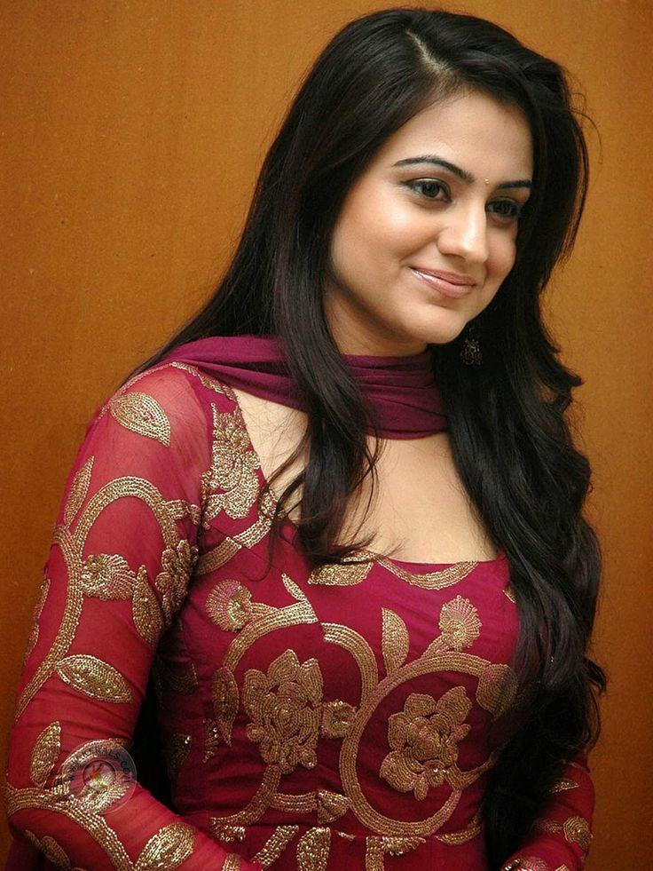 Aksha Pardasany telugu hot actress and beautiful look