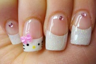 Uñas punta blanca hello kitty