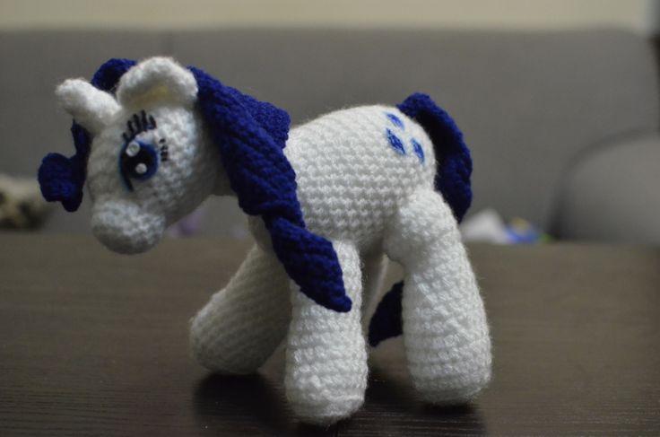 My little pony powstał na zamówienie, jak większość zabawek zrobionych przeze mnie. Ten kucyk ma na imię Rarity, ma około 20-25 cm długości i mniej więcej tyle samo wysokości i…