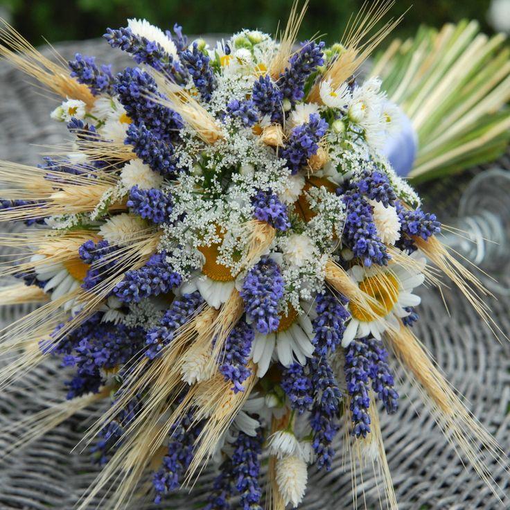 Svatební luční s levandulí Svatební kytice z čerstvých kopretin, levandule, obilí.. Pouze na objednávku do 2 týdnů Osobní odběr kód 931