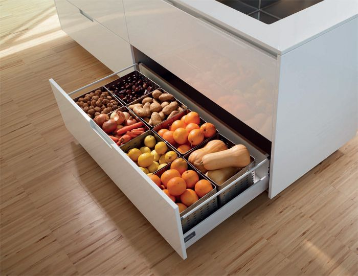Separate lower drawer    Sink unit with a separate and independent lower drawer. Free from smells and humidity it is perfect for storing food.