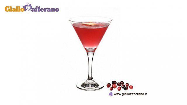 COSMOPOLITAN vodka, lemon, blueberry and cointreau