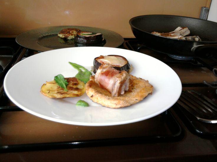 JHS** /  2 Petites variations de porc rôti en panure roulé, l'aubergine parmigiana, pomme de terre tarte et sauce au fenouil Gino D'Aquino