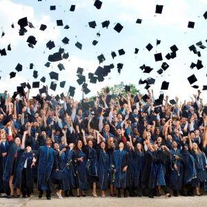 Estudiar un año escolar en el extranjero barato para niños en colegios púbicos o internados privados en el extranjero. Precios y opiniones Tlf. 965 42 49 66